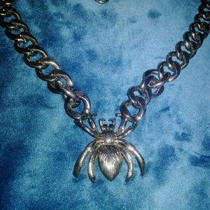Gothic spider necklace silver tone 3/20$ halloween